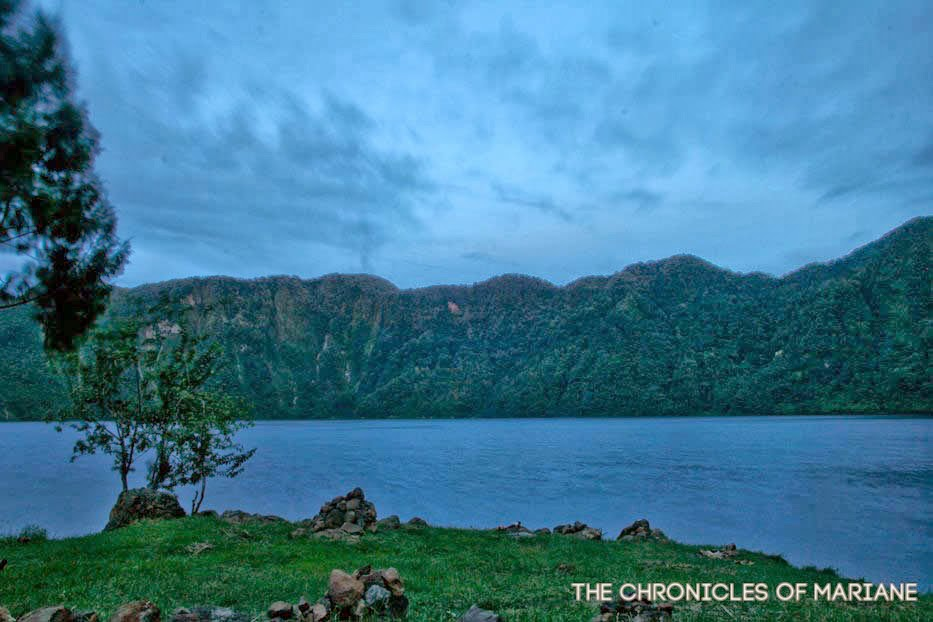 night lake holon