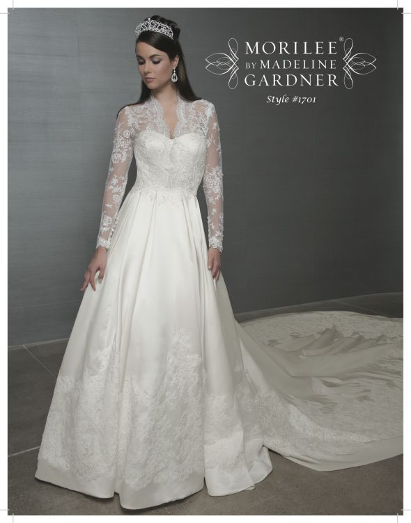 Wedding Dresses For Queens : White wedding dress with the theme of royal queen