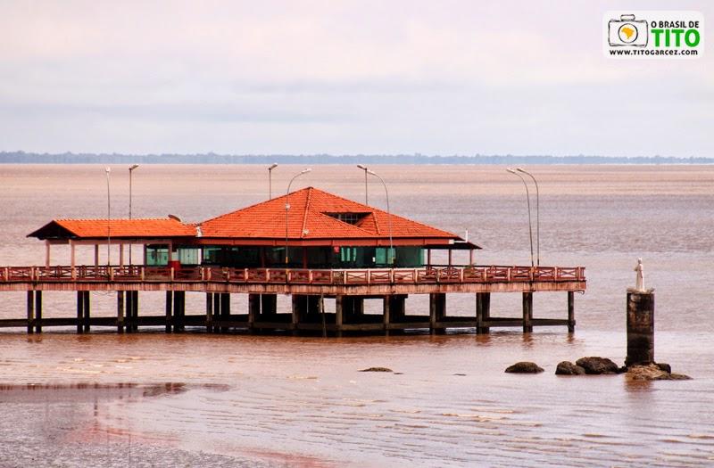 Rio Amazonas, Trapiche Eliezer Levy e Estátua de São José vistos partir da Fortaleza de São José de Macapá, no Amapá