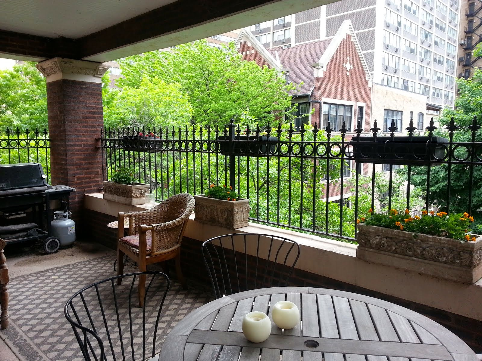 For Sale! East Lakeview penthouse $589,000