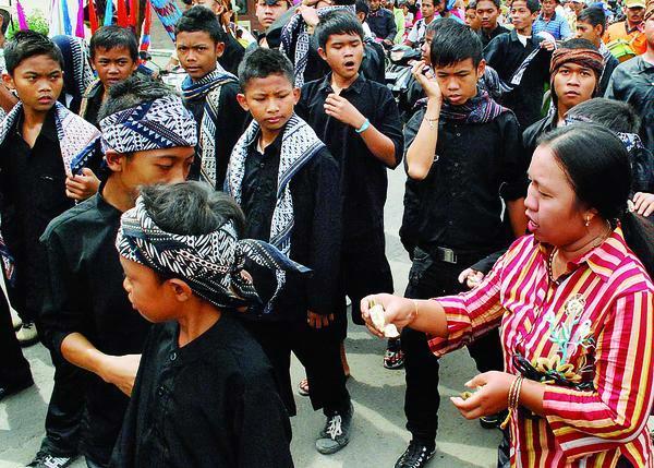 Makna_Yang_Terkandung_Dalam_Acara_Adat_Ngarot_di_Kabupaten_Indramayu