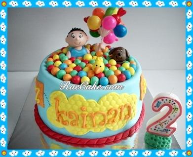 Kue ulang tahun ini berukuran 30x30cm dan dipesan dengan tema princess