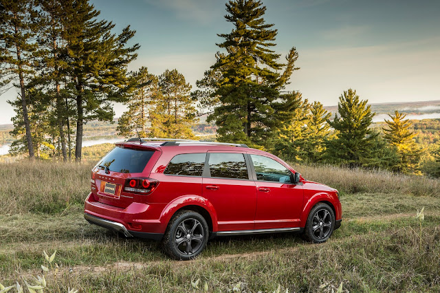 Side 7/8 view of 2016 Dodge Journey Crossroad Plus