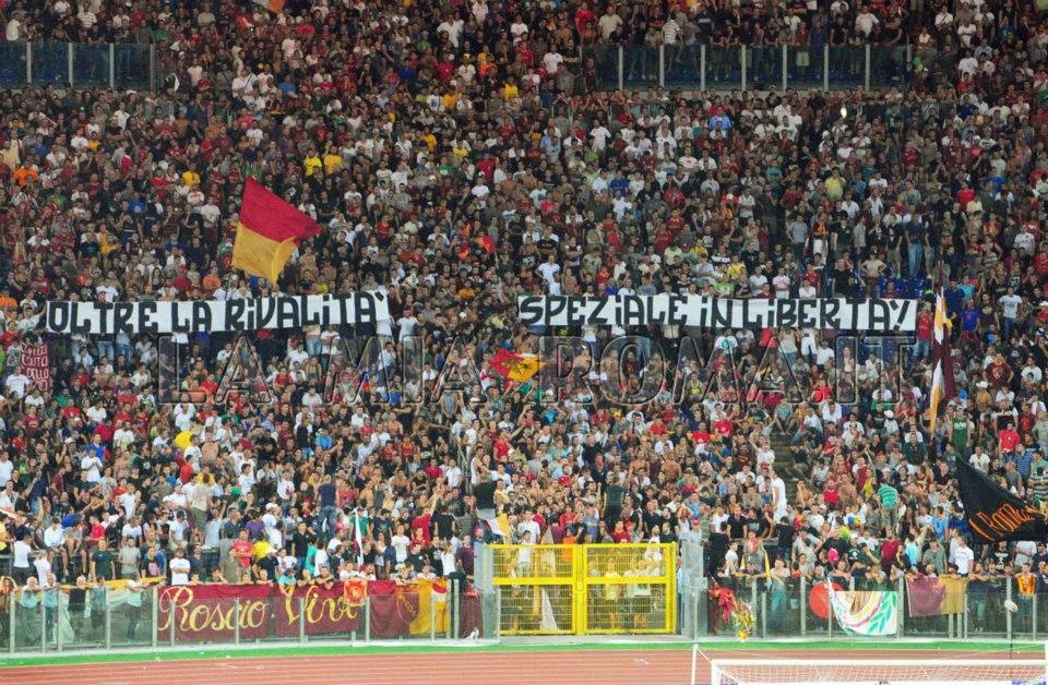 Le Mouvement en Italie . - Page 9 Asroma-ultras-striscione-speziale