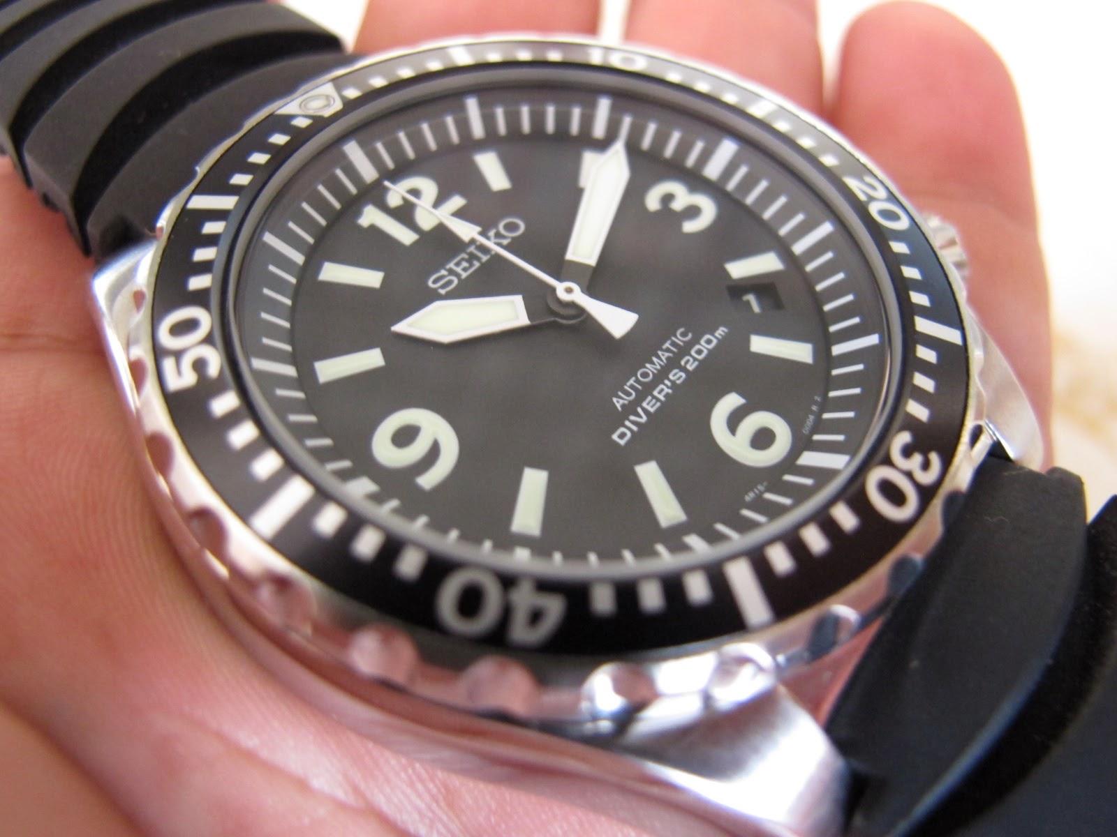 Kondisi jam BRAND NEW WATCH NEW OLD STOCK NOS Lengkap dengan box Seiko manual dan warranty card SEIKO DIVER SRP043 ini dibalut dengan Seiko