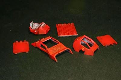 compuertas y cabinas de la stormraven pintados de rojo