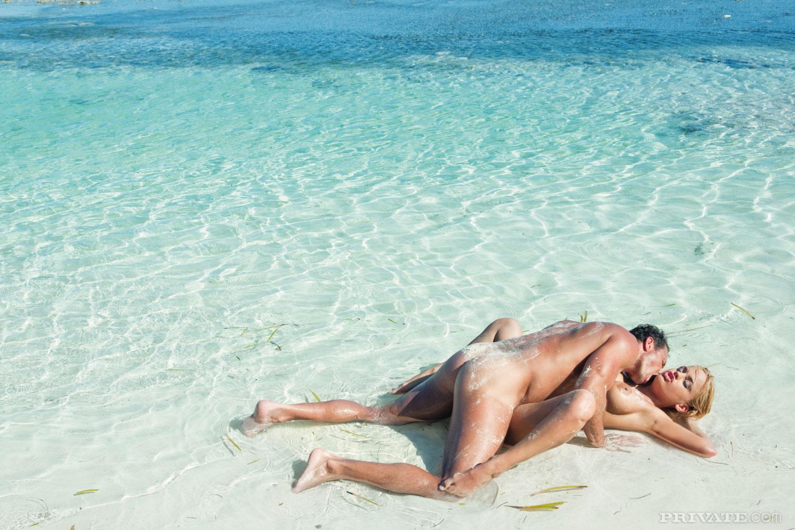 куни секс на пляже нежно