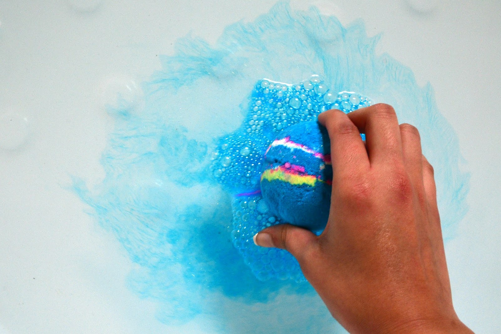 Superb The Moment You Place The Bath Bomb Into The Water, The Blue Disperses  Across The Water. While Most Of It Is Blue, You Get Small Swirls Of White,  ...