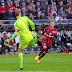 Habilidade de Neuer com os pés surpreende técnico rival e Gareth Bale. Assista