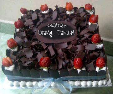 Membuat Kue Ulang Tahun Sendiri