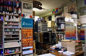 Monta una tienda de suministros de arte