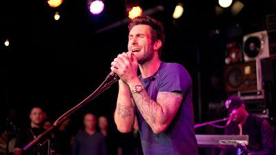 Wallpaper HD Vokalis Maroon 5 Ukuran Besar
