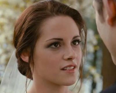 Kristen Stewart como Bella Swan en una escena de La Saga Crepúsculo Amanecer Parte 1