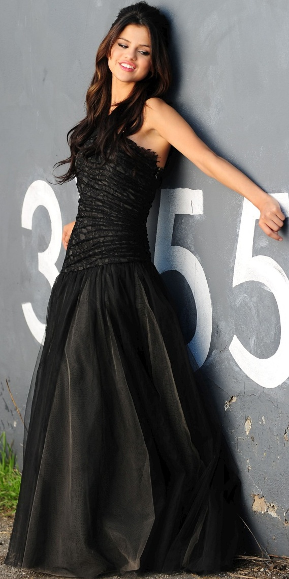 SELENA GOMEZ CUTEST HOT SEXY PICS PHOTOS TEEN FANTASY