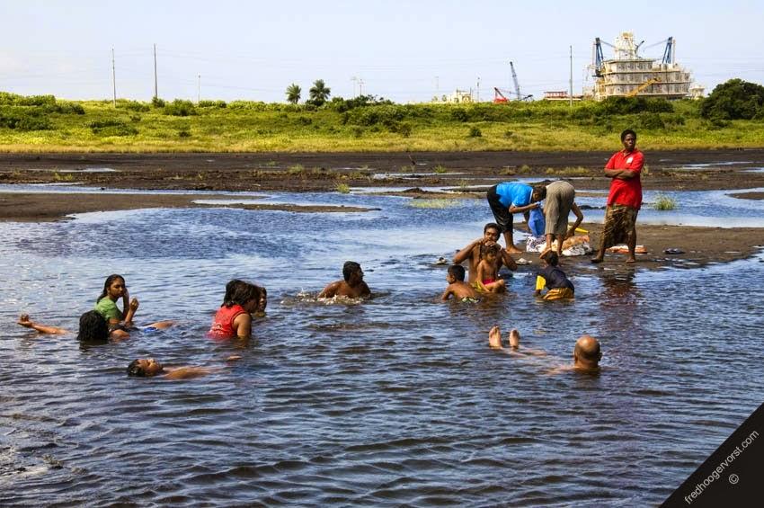 Danau Unik Di Trinidad Isinya Aspal Yang Lengket