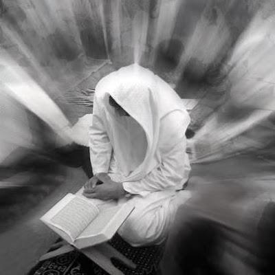 Az-Zahra : Panutan dan Tuntunan Muslimah