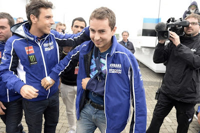 Jelang GP Motegi, Lorenzo Alami Cidera Baru! Rossi Untung