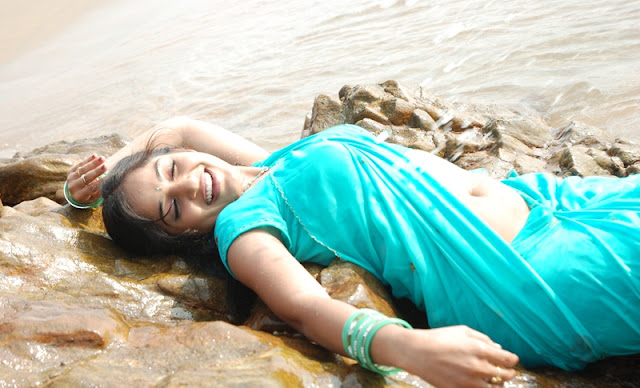 madhavi latha hot photos