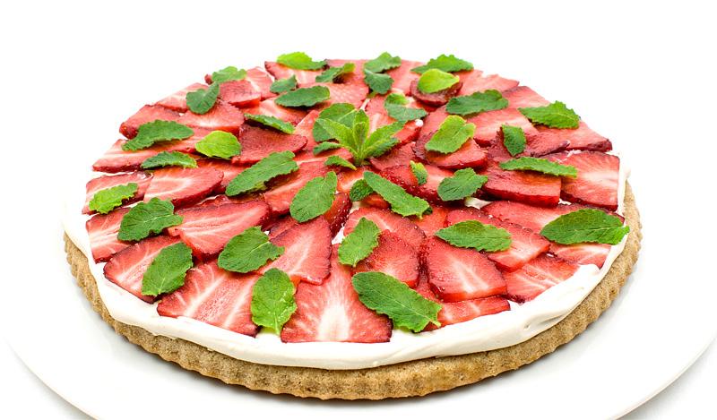 Vegan strawberry kokos cake