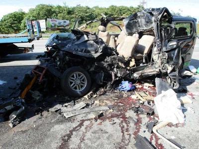Hyundai Strex remuk rempuh lori