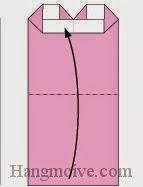 Bước 6: Gấp cạnh giấy lên trên.