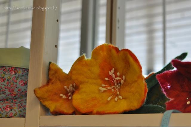 валяные цветы, felt flowers, huopakukkia, huopakukat, huopakukka
