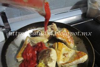 vierte_salsa_guajillo_salud_xl