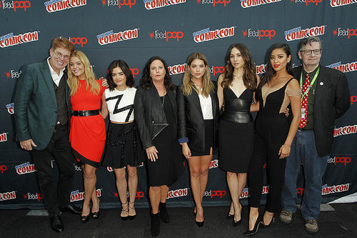 PLL Cast and writers at New York Comic Con