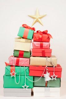 Cutii colorate de cadouri pentru Craciun