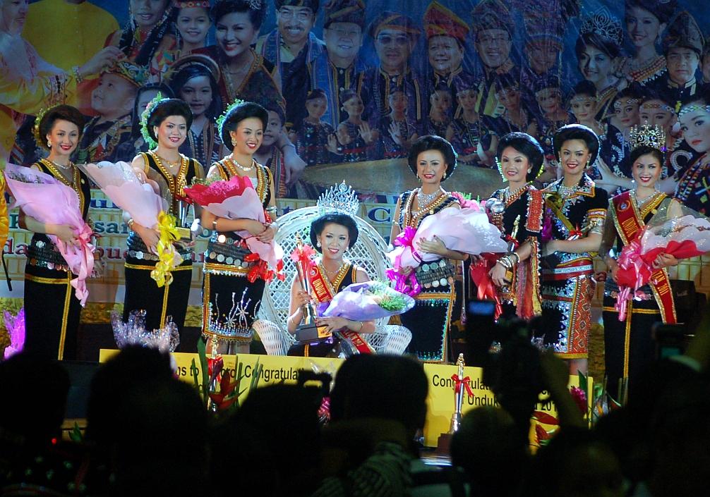 Orang Asli rumpun Kadazan Dusun Murut moden Sabah. Lapan peserta akhir