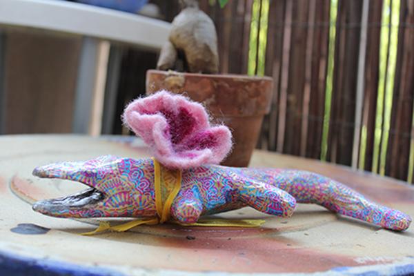 Création d'un crocodile en papier mâché