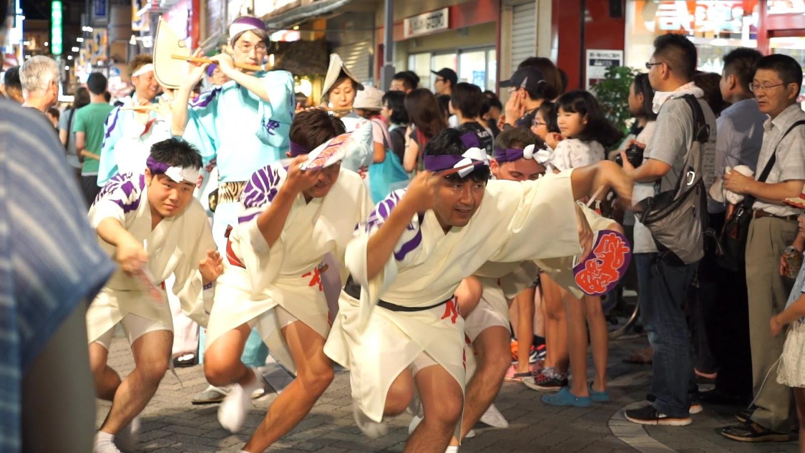 高円寺阿波おどり、若駒連の動画を見る