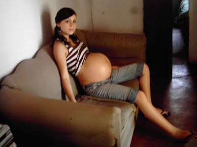 Intip Tante / Wanita Hamil Saat Santai