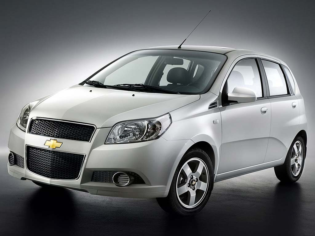 front view of hatchback 2013 chevrolet aveo car photo view