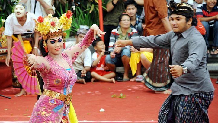 Bali Beach: The Balinese Joged Bumbung Dance