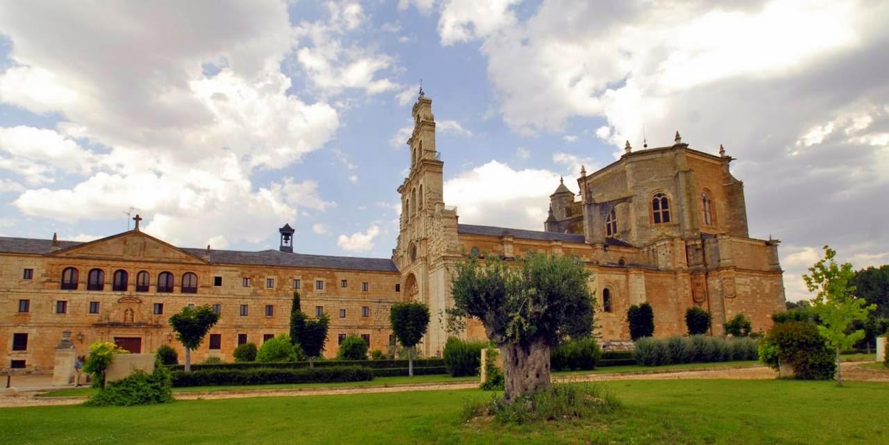 Los monasterios, casas religiosas