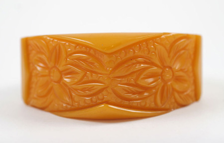 Carved mustard Bakelite bracelet c.1930s