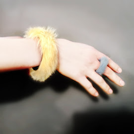 Sarah Shikama MÉRET bracelet and ring in brass covered angora fur.