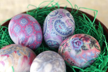 Копринени великденски яйца