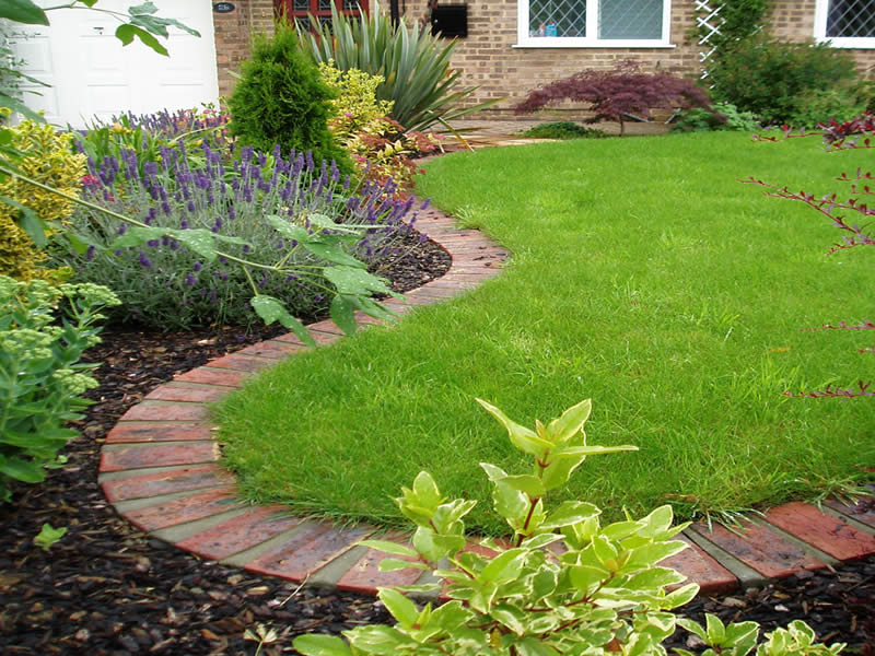 Lawn edging garden edging ideas for Mulch border ideas