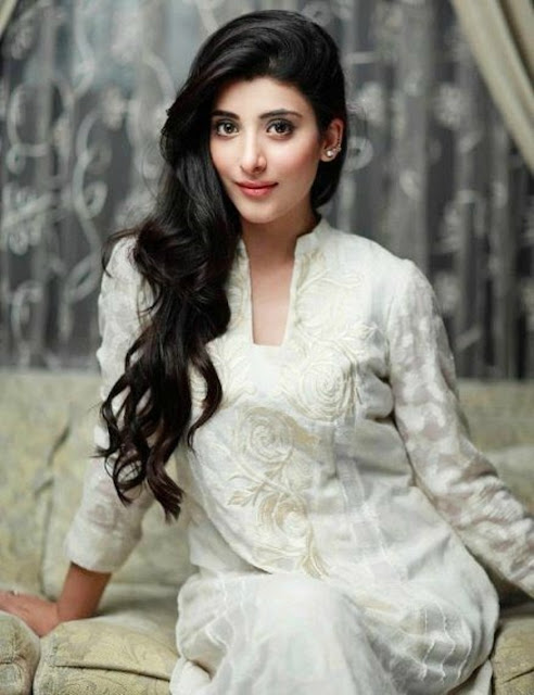 Beautiful Urwa Hocane HD Wallpaper