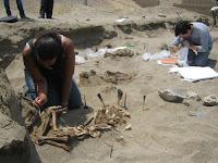Estudios de antropólogos en zona de hallazgo en La Libertad. Foto: ANDINA/Oscar Paz
