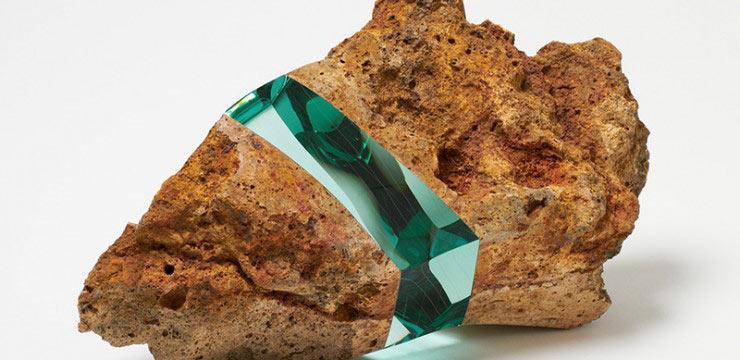 Deja que la luz brille pase: Artista crea piedras insertado con cristal en el medio