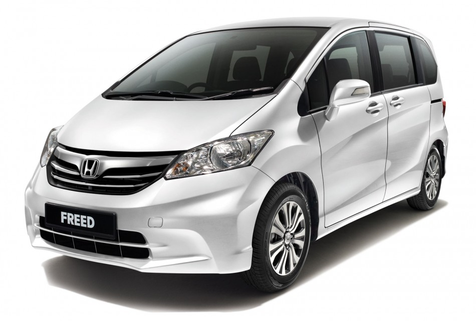 TOYOTA SIENTA Is Similar To The Honda Freed Who Has Pintugeser On Both Sides Facilitate Passenger Access When Parking In A Place That Not So Wide Or
