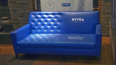 Рекламная скамейка Nivea -прощай целлюлит