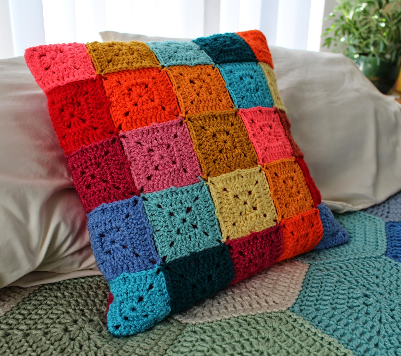 http://livelycrochet.blogspot.com/2014/05/pillow-sham-tutorial.html