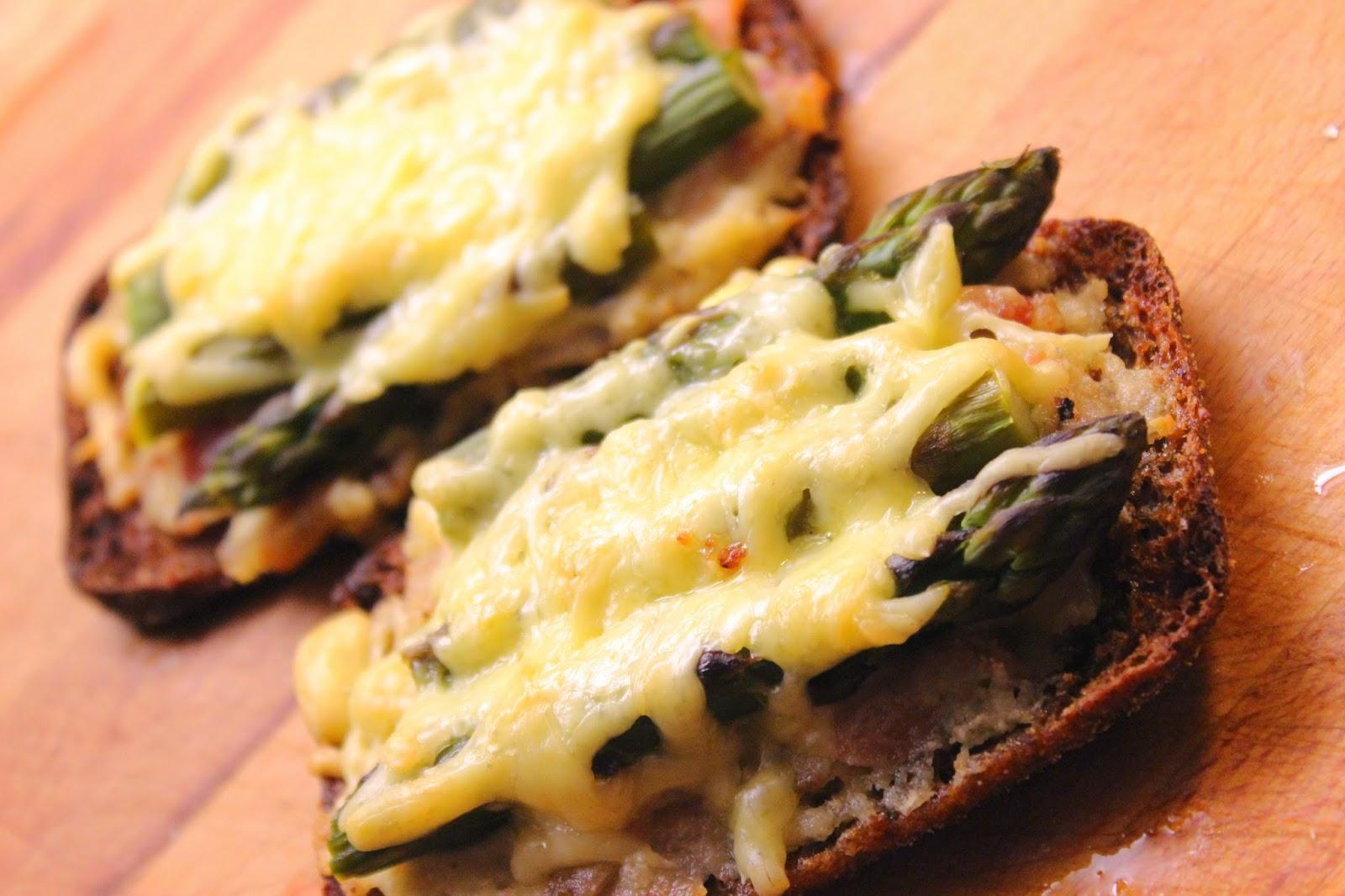 Kuukauden kasvis - parsa: lämpimät parsa-pekonileivät