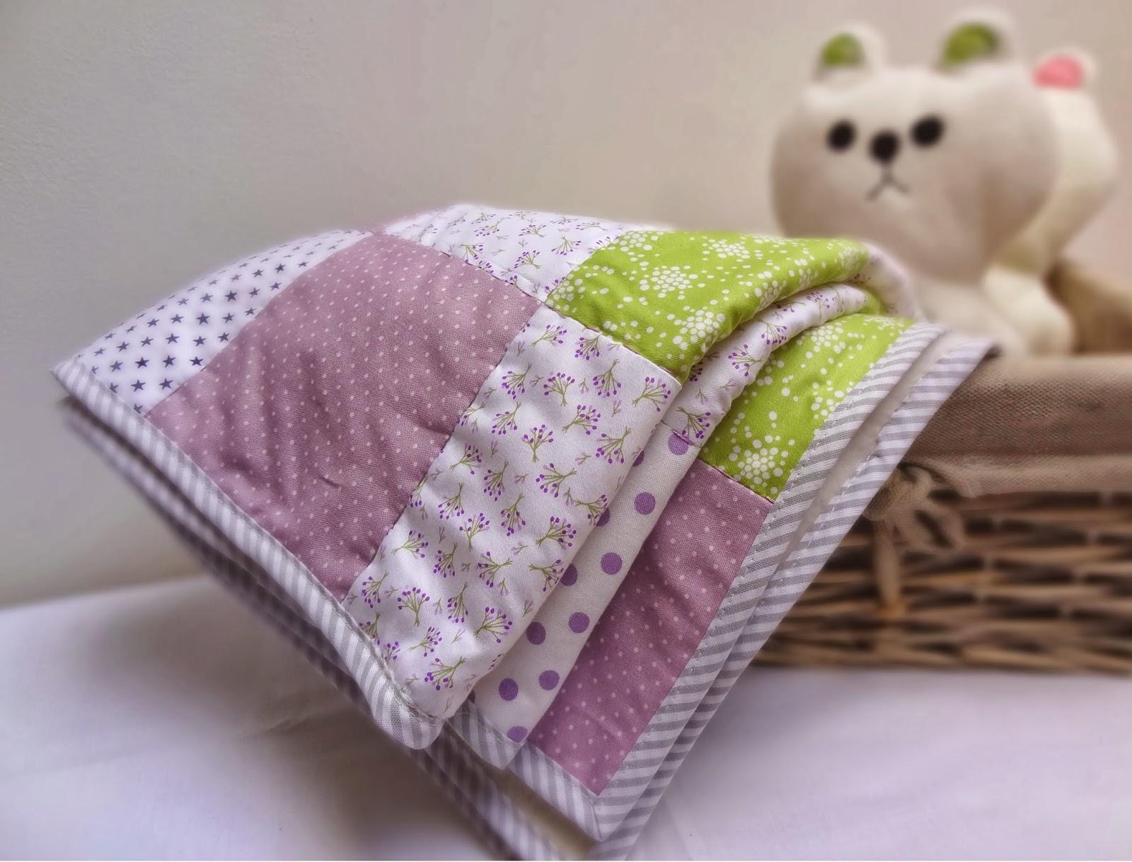 63 carr s de po sie ou couverture patchwork pour b b. Black Bedroom Furniture Sets. Home Design Ideas