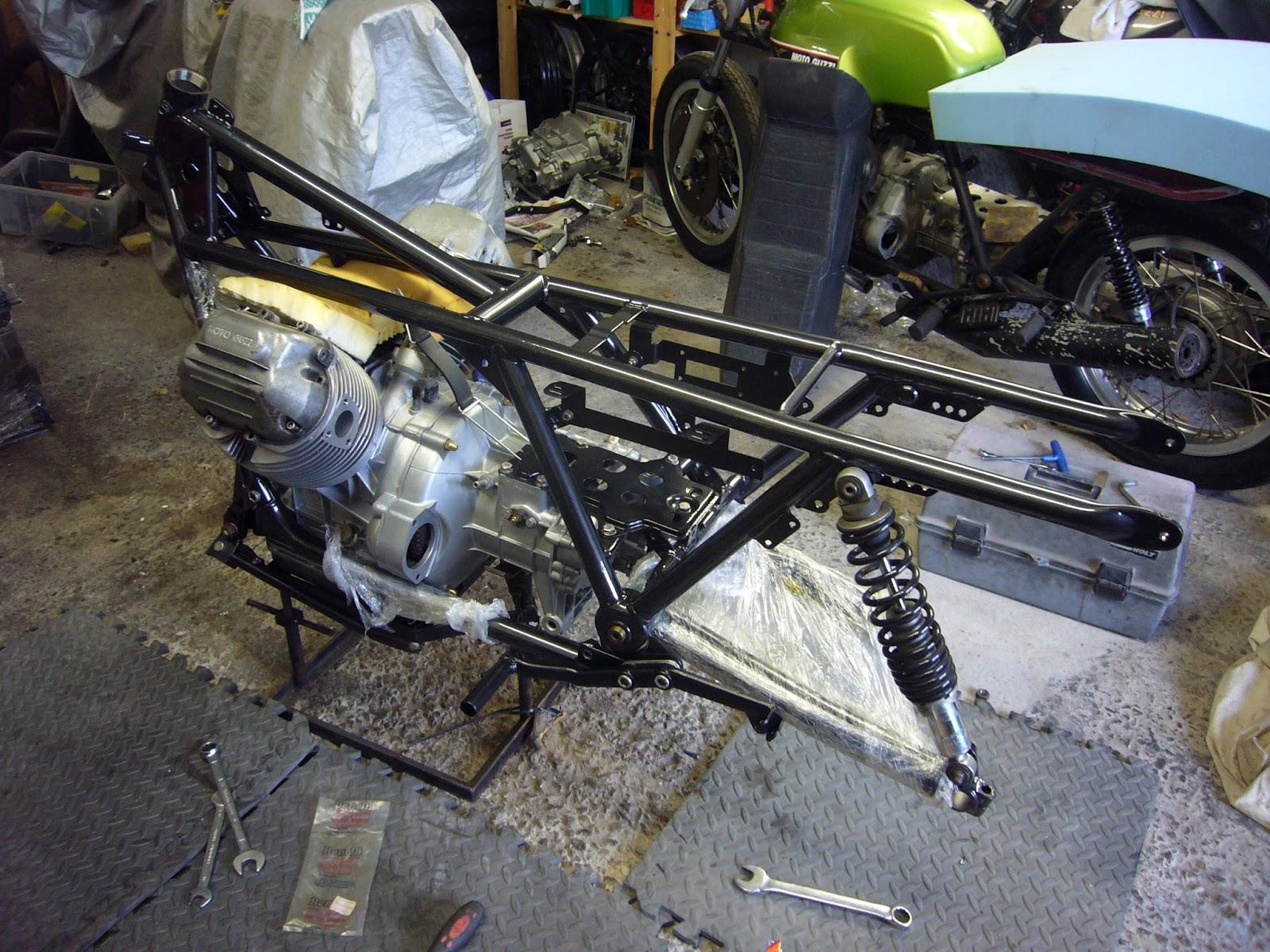 MOTONERO: Guzzi frame Re-paint