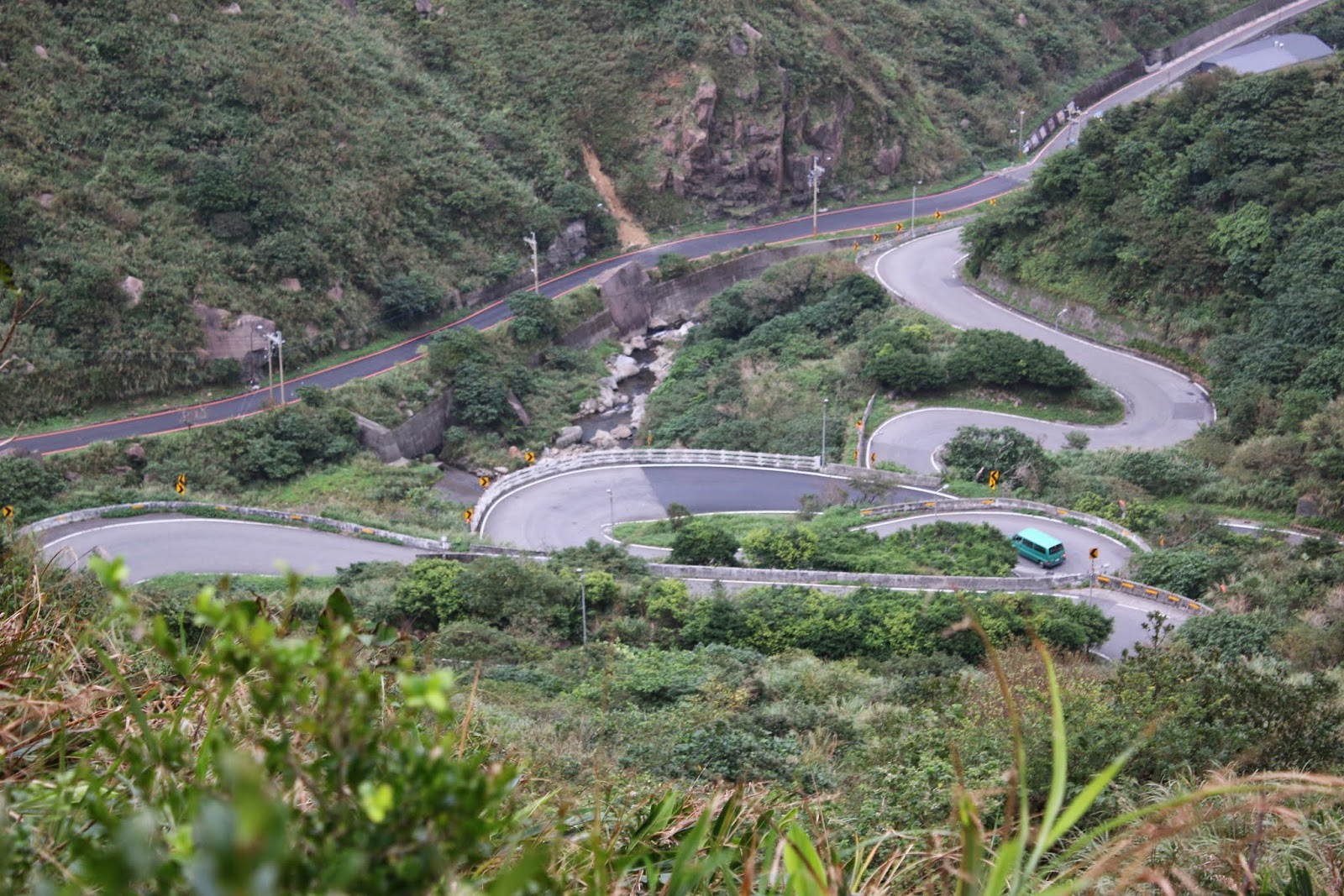 The best spot for admiring Chin-Shui Highway 「meandering winding」 attractions at Jingming Pavilion in Taiwan